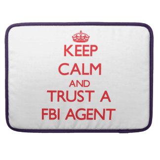 Guarde la calma y confíe en un agente del FBI Funda Para Macbooks