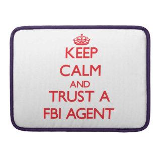Guarde la calma y confíe en un agente del FBI Fundas Para Macbooks