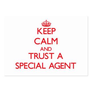 Guarde la calma y confíe en un agente especial tarjetas de visita grandes