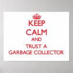 Guarde la calma y confíe en un colector de basura poster