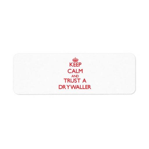 Guarde la calma y confíe en un Drywaller Etiquetas De Remite