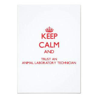 Guarde la calma y confíe en un laboratorio animal invitación 12,7 x 17,8 cm