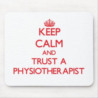 Guarde la calma y confíe en un Physioarapist Tapetes De Raton