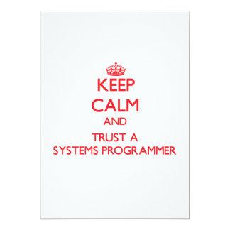 Guarde la calma y confíe en un programador invitaciones personalizada