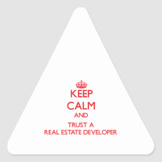 Guarde la calma y confíe en un promotor inmobiliar calcomanías de triangulos personalizadas