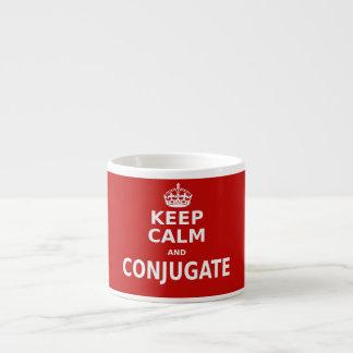 Guarde la calma y conjugue taza de espresso