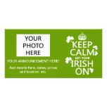 Guarde la calma y consiga su irlandés en (cualquie tarjeta fotografica personalizada