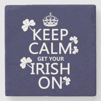 Guarde la calma y consiga su irlandés en posavasos de piedra