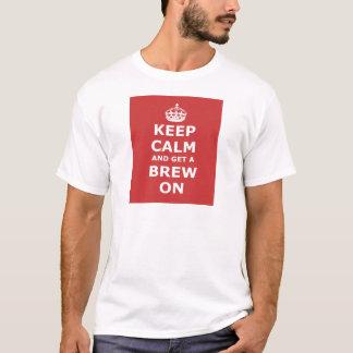 Guarde la calma y consiga un Brew encendido Playera