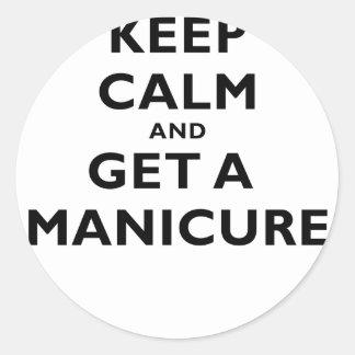 Guarde la calma y consiga una manicura etiqueta