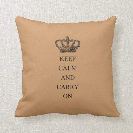 Guarde la calma y continúe almohada
