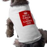 Guarde la calma y continúe camiseta de perro