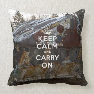 Guarde la calma y continúe cojín decorativo