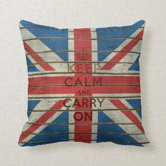 Guarde la calma y continúe con la almohada cojín decorativo