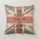Guarde la calma y continúe con la bandera BRITÁNIC Almohada