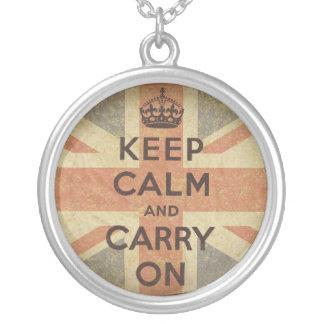 Guarde la calma y continúe con la bandera BRITÁNIC Collares Personalizados