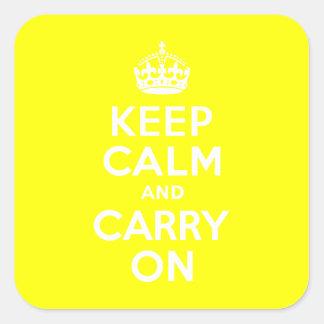 Guarde la calma y continúe el amarillo calcomanías cuadradases