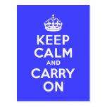 Guarde la calma y continúe el azul postales
