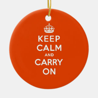 Guarde la calma y continúe el bermellón adorno navideño redondo de cerámica