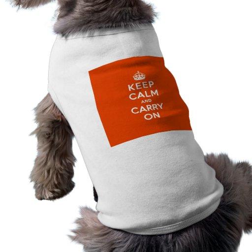 Guarde la calma y continúe el bermellón camisetas mascota