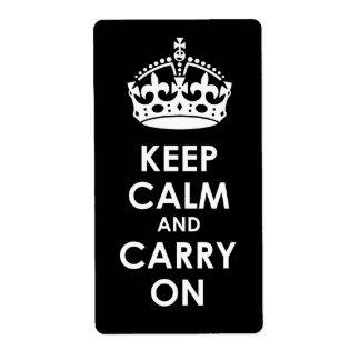 Guarde la calma y continúe el blanco en negro etiquetas de envío