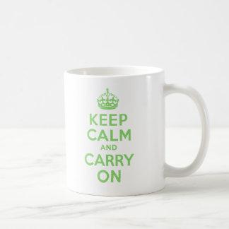 Guarde la calma y continúe el mejor personalizado taza