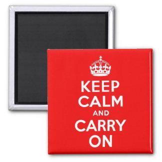 Guarde la calma y continúe el rojo imán cuadrado