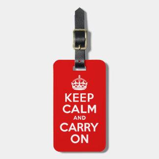 Guarde la calma y continúe el rojo y el blanco etiquetas para equipaje