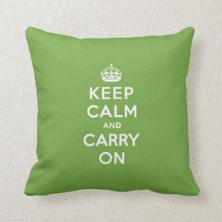 Guarde la calma y continúe el verde esmeralda almohadas