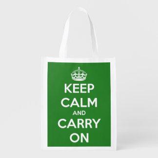 Guarde la calma y continúe el verde y el blanco bolsas reutilizables