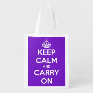 Guarde la calma y continúe la púrpura y el blanco bolsas para la compra
