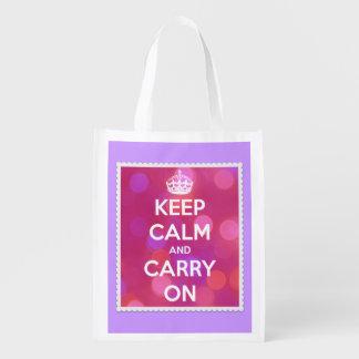 Guarde la calma y continúe las luces rosadas en la bolsa para la compra