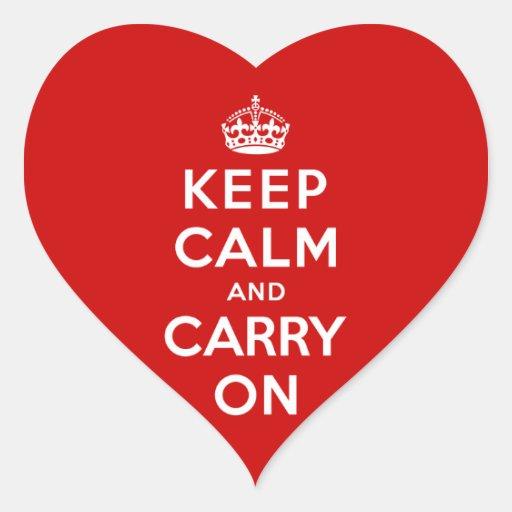 Guarde la calma y continúe pegatina en forma de corazón