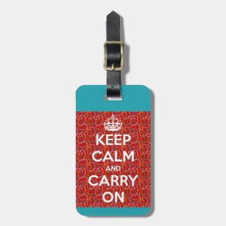 Guarde la calma y continúe retro etiqueta de maleta