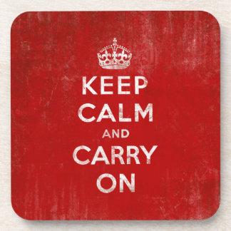 Guarde la calma y continúe rojo del vintage y bla posavasos