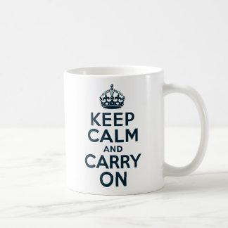 Guarde la calma y continúe taza de café