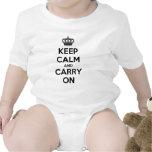 Guarde la calma y continúe trajes de bebé