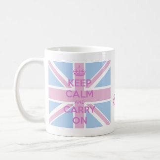Guarde la calma y continúe Union Jack rosado y Taza Básica Blanca
