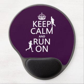 Guarde la calma y corra en (los colores adaptables alfombrilla de ratón con gel
