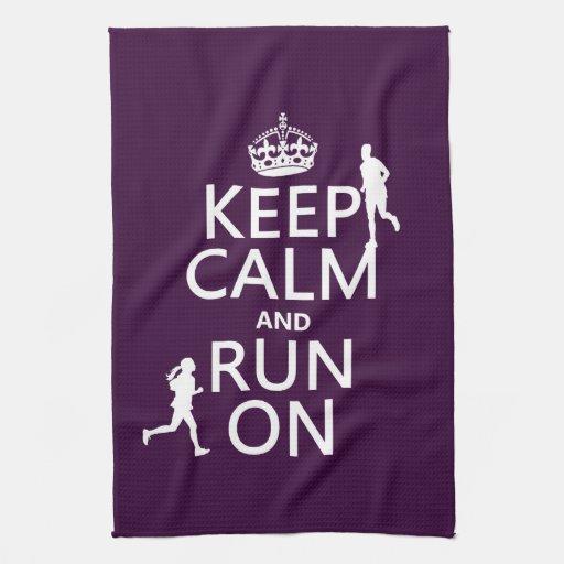 Guarde la calma y corra en (los colores adaptables toalla de mano