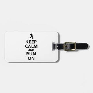 Guarde la calma y corra encendido etiqueta de equipaje