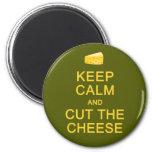 Guarde la calma y corte el imán del queso