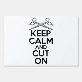 Guarde la calma y corte encendido carteles