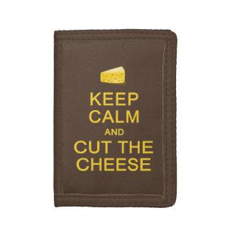 Guarde la calma y corte las carteras del queso