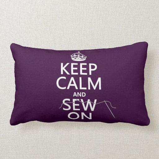 Guarde la calma y cosa en (en todos los colores) almohadas