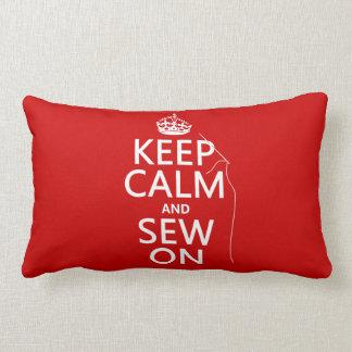 Guarde la calma y cosa en (todos los colores) almohada
