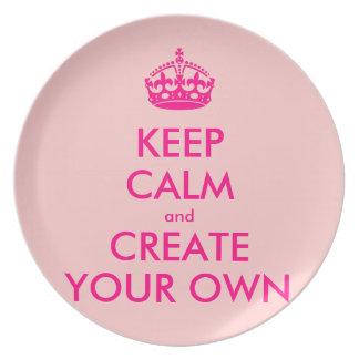 Guarde la calma y cree sus los propios - rosa plato de cena