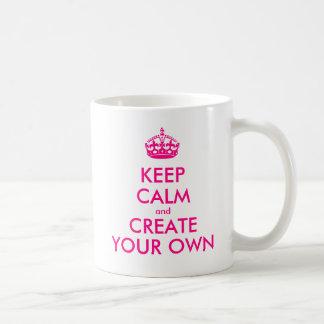 Guarde la calma y cree sus los propios - rosa taza de café