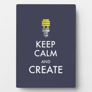Guarde la calma y créela placas con fotos