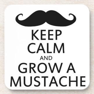 Guarde la calma y crezca un bigote posavasos de bebida